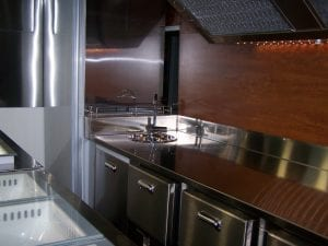 Foodtruck. Interior. Cocina. Bico de Xeado