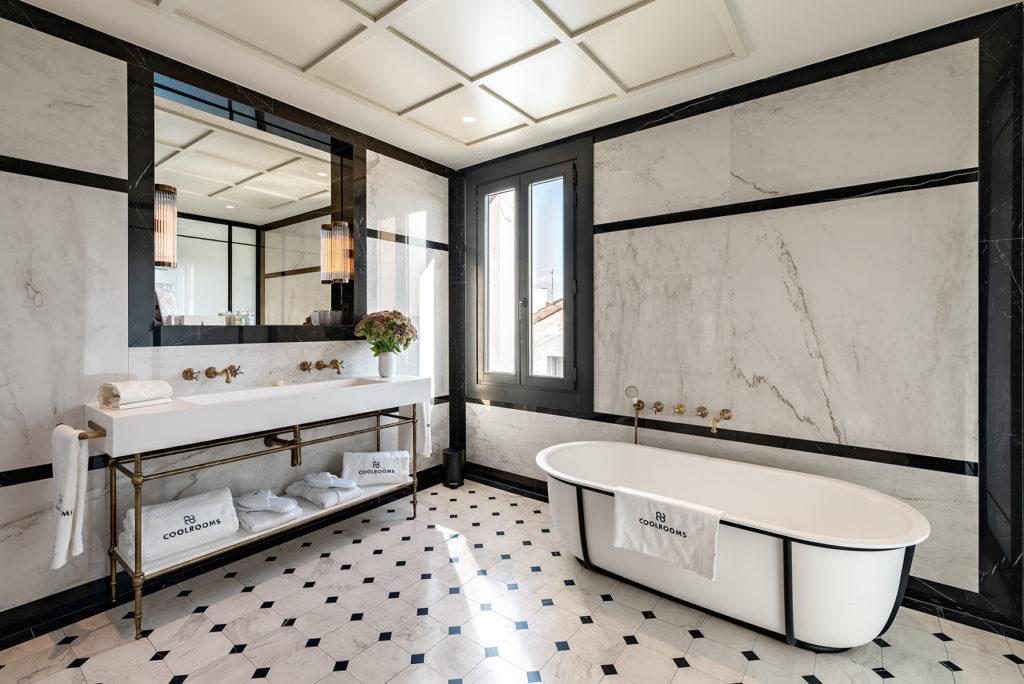 CoolRooms Atocha baño con bañera Suite